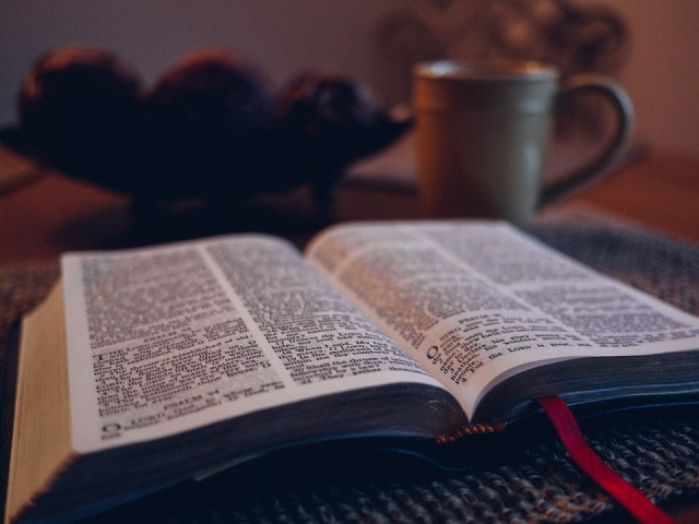 bible-1031288_960_720